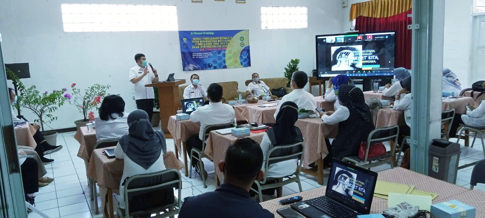 Inovasi Pembelajaran Berbasis IT untuk Meningkatkan Mutu Layanan Pembelajaran Jarak Jauh ( PJJ ) dalam Menyongsong Era Society 5.0