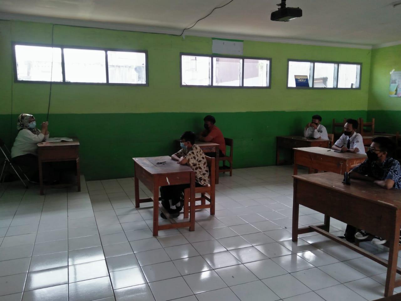 DBelajar di kelas